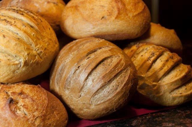 Bread-peddler-Pumpernickel-and-breads