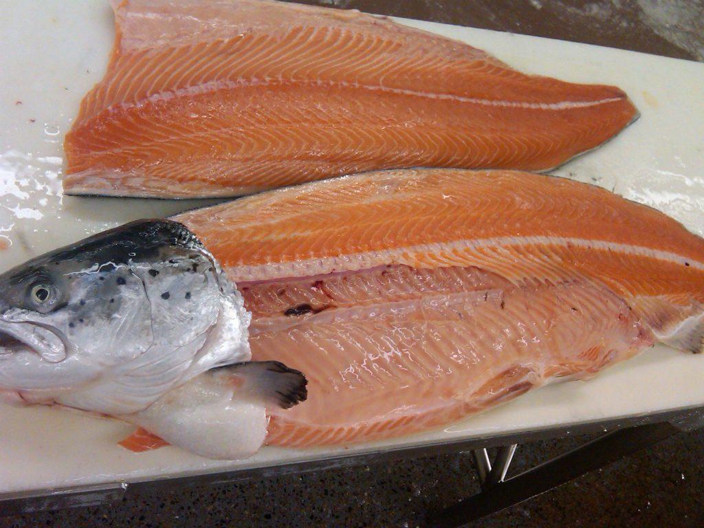 salmon-cutting